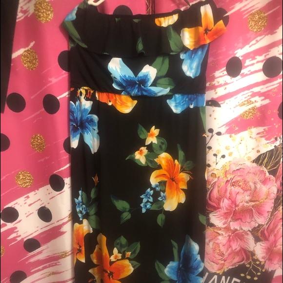 White House Black Market Dresses & Skirts - EUC Black floral maxi dress